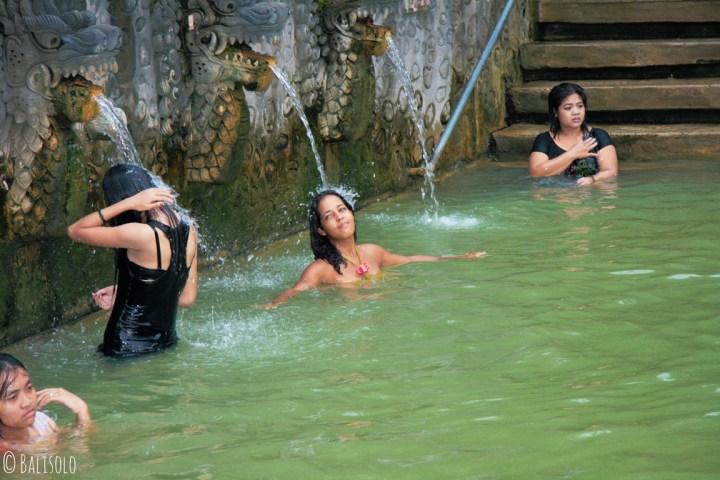 Source chaude à Bali : les bains sacrés de Banjar, chaleur et volupté (Bali, Indonesia) © Balisolo, 2010