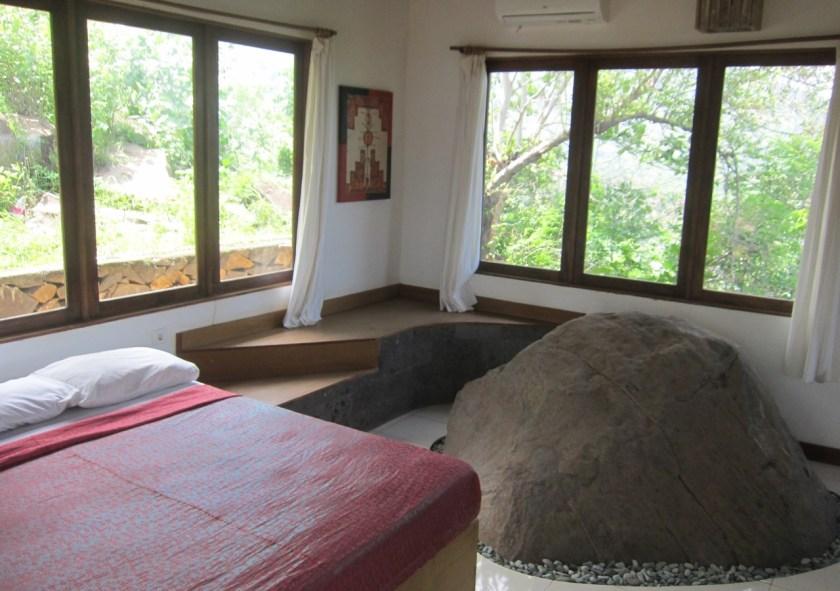 Room n°2 stone at Wawa wewe rock homestay in Banuyning (Amed area), Karangasem, Bali, Indonesie