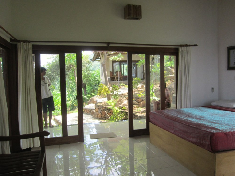 Room n°2 inside at Wawa wewe rock homestay in Banuyning (Amed area), Karangasem, Bali, Indonesie