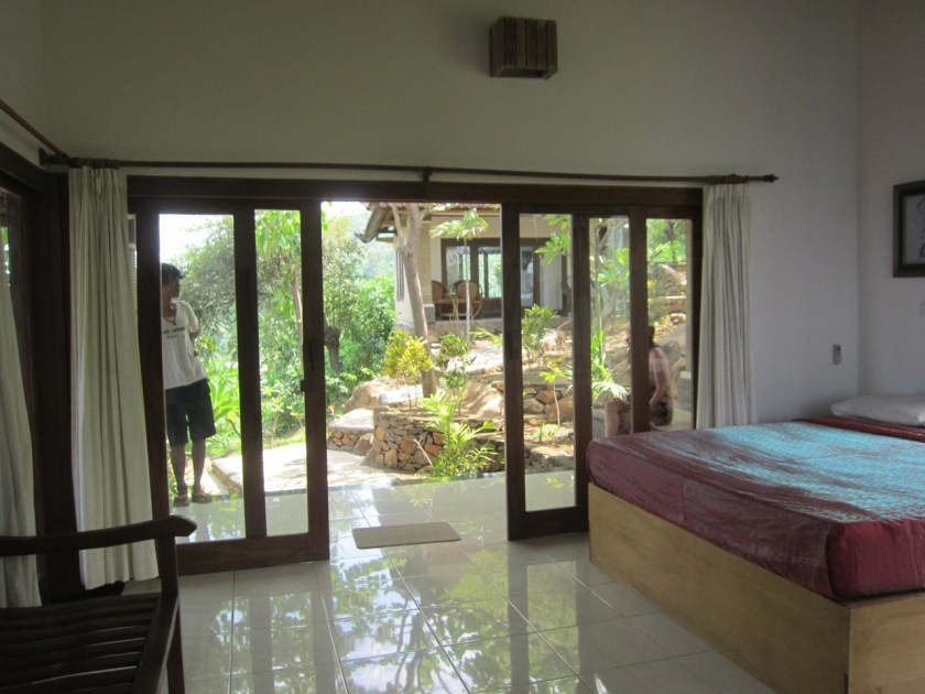 Room n°2 inside at Wawa wewe rock homestay in Banuyning (Amed area), Karangasem, Bali, Indonesie