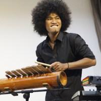 Démonstration de cetik (instrument papoue) par Iwanouz