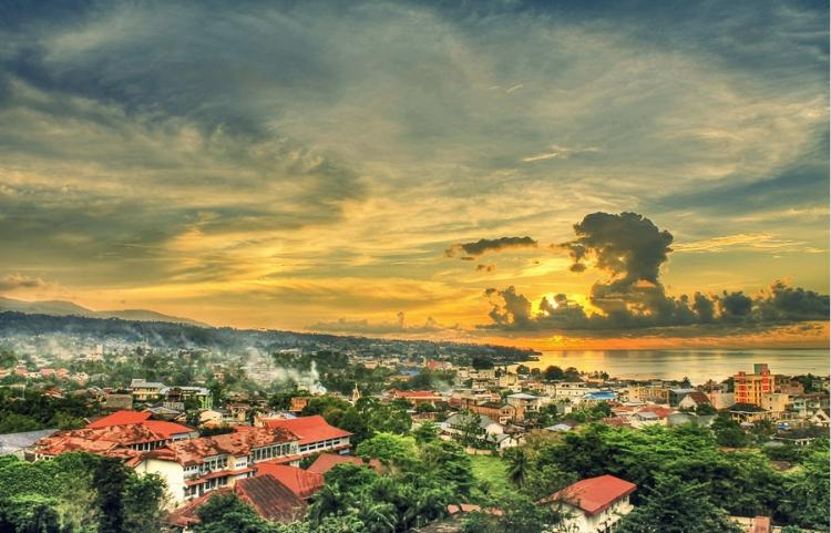 Manado City (Sulawesi, Indonésie) par Angrie MKW