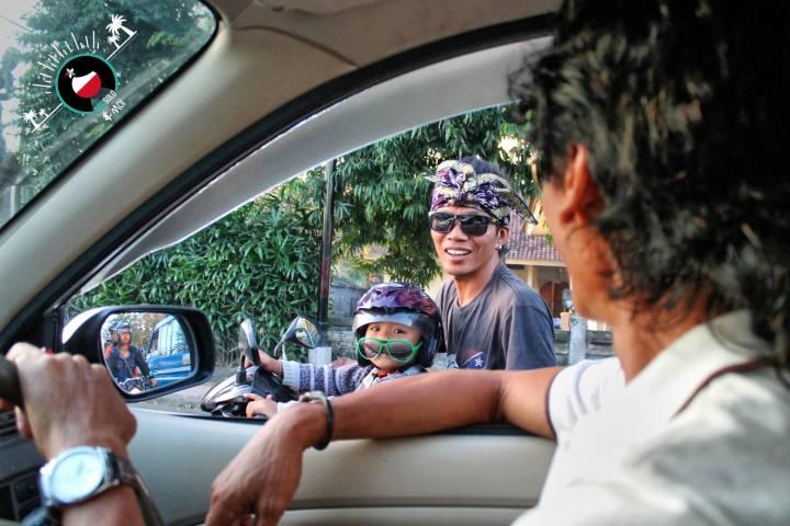 Voici une photo de notre guide Ketut Herry qui nous a fait découvrir Bali tout au long de notre voyage (guide Balisolo) Participant : Sébastien Maes – à Bali.