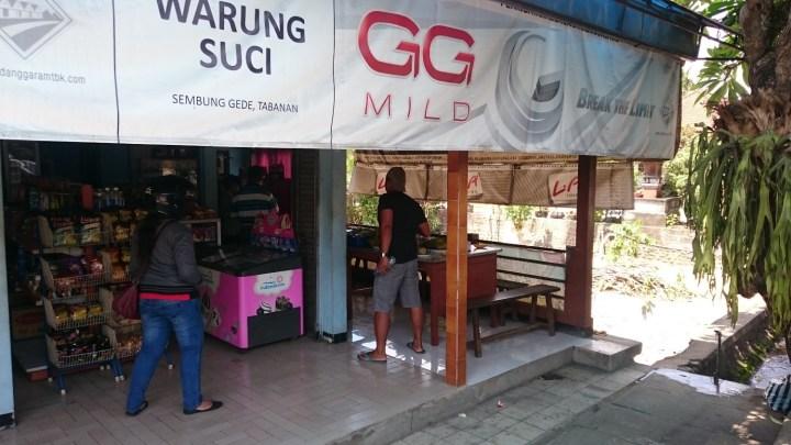 Pause sur la route de Negara (ouest de Bali) avec Agus - Balisolo 2015115