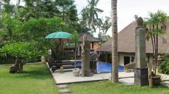 Piscine - Chez Nyoman à Batuan - Balisolo (83)