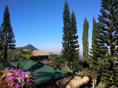 Aux pieds du volcan Lawu Java