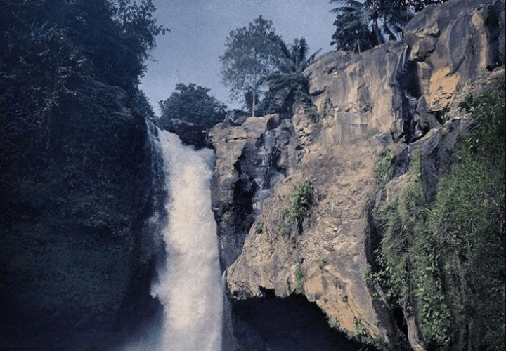 Blangsinga Waterfall, Gianyar, a Present Hits in the Middle of Hits in Bali