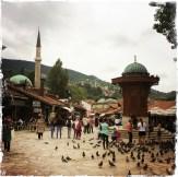 Den Hauptplatz des Marktes markiert der Sebilj, ein öffentlicher Brunnen. Von da aus geht es in verschiedene Gassen zu den jeweiligen Handwerkern. http://bascarsija.info (Foto:balkanblogger)