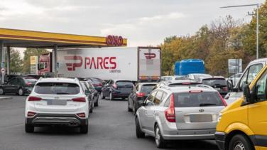 Almanya'da rekor kıran akaryakıt fiyatları, sürücüleri komşu ülkeye yönlendiriyor