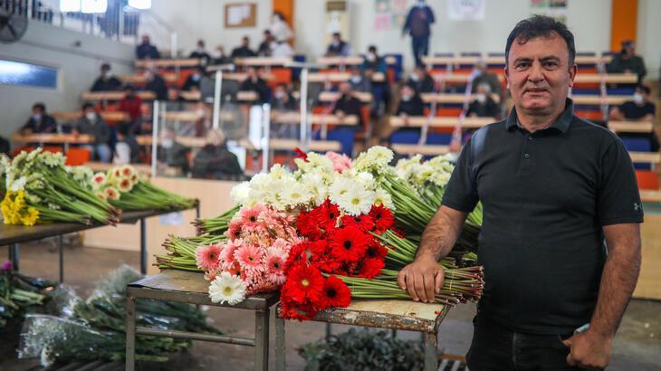 Antalya'dan dünya kadınlarına 60 milyon dal çiçek gönderildi