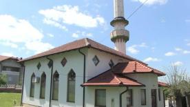 Bosna'daki Jasikovac Camisi savaşta yıkılan alemine gözü gibi bakıyor