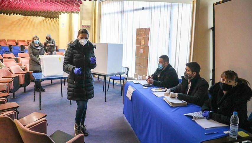 Bosna Hersek'in Srebrenitsa kentinde tekrarlanan yerel seçimde oy verme işlemi başladı