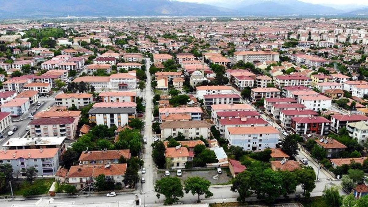 Çok yüksek riskli iller arasındaki Erzincan'da alışverişlere 'her aileden bir kişi' kısıtlaması getirildi