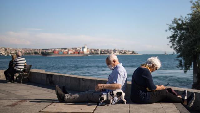 Covid: 65 yaş üstü için getirilen yeni kısıtlama kararları ne kadar doğru?