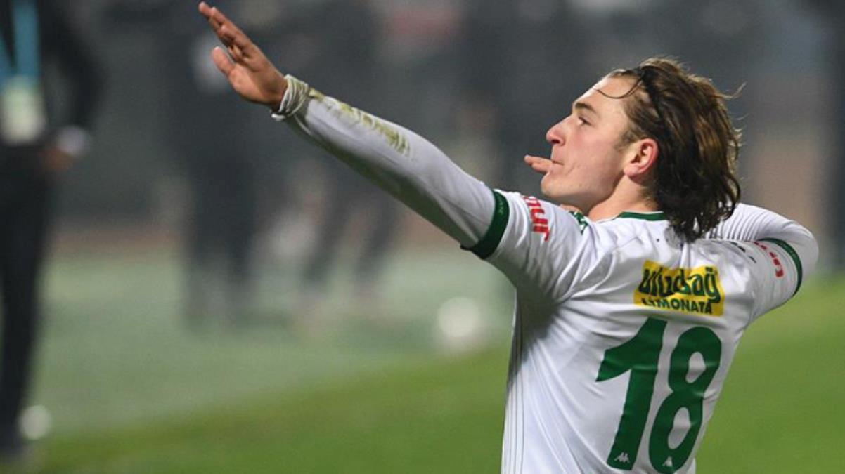 Eintracht Frankfurt ile anlaşan Ali Akman'ın Bursaspor ile olan sözleşmesi feshedildi