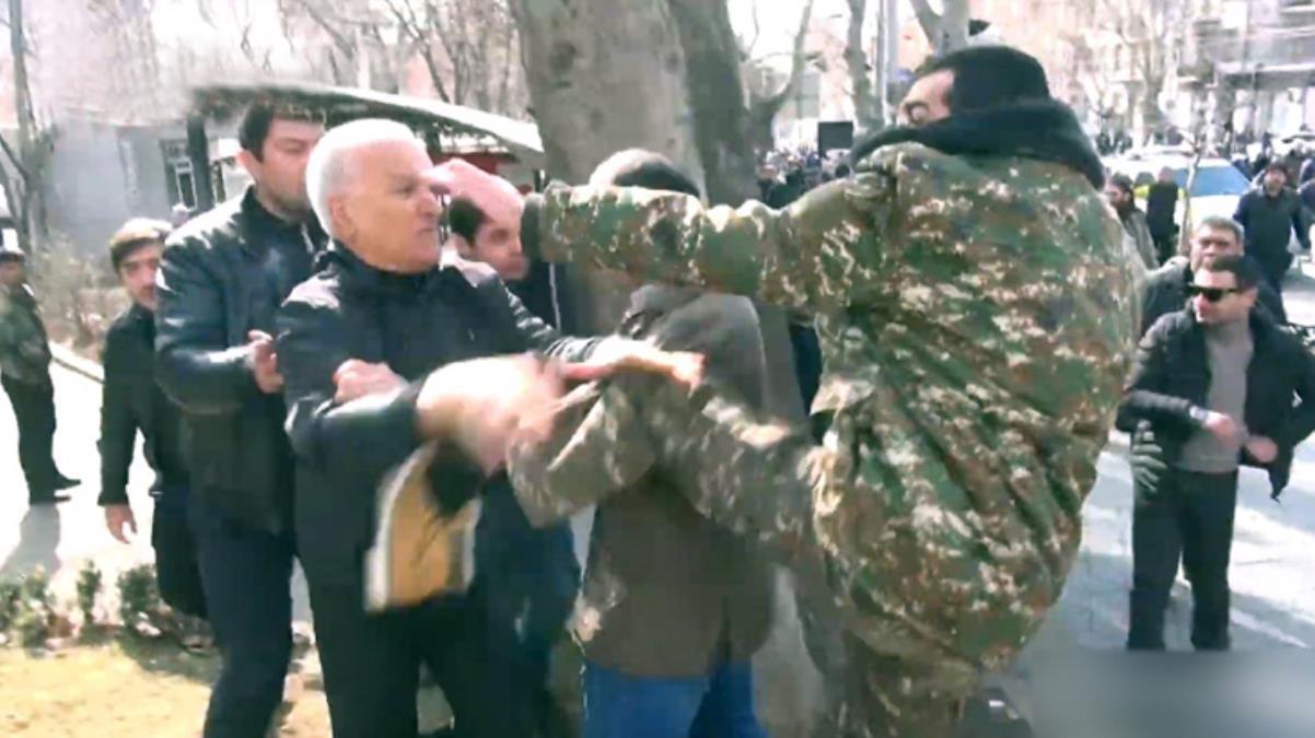 Ermenistan'da Paşinyan destekçileri ile karşıtları birbirine girdi