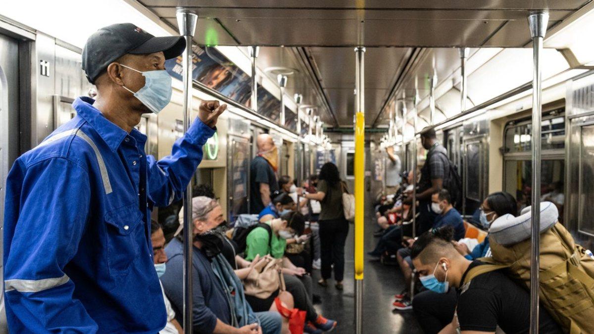 Fransız sağlık yetkilileri: Toplu taşımada konuşmak, koronavirüsü yayabilir
