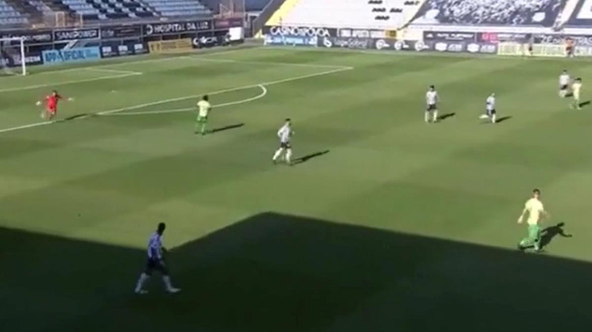 Futbol sahalarında böylesi çok az görülür! Attığı gol izleyenlerin ağzını açık bıraktı