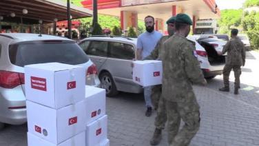 Türk askerinden Kosovalı 500 aileye gıda desteği