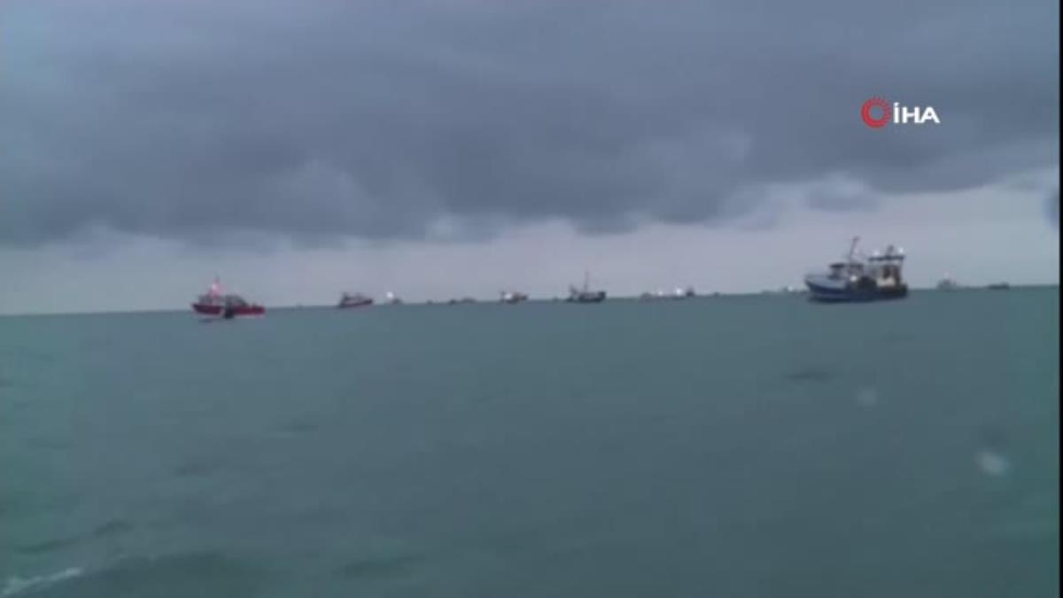 """– İngiltere ile Fransa arasındaki """"Jersey"""" krizi büyüyor- 50'den fazla Fransız balıkçı teknesi Jersey'de ana limanı kapattı"""