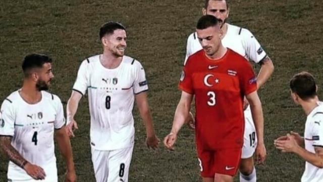 İtalya yenilgisi sonrası çekilen bu fotoğraf karesi Türk futbolseverleri kahretti