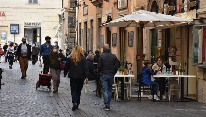 İtalya'da günlük vaka sayısı 5 binin üzerinde seyrediyor