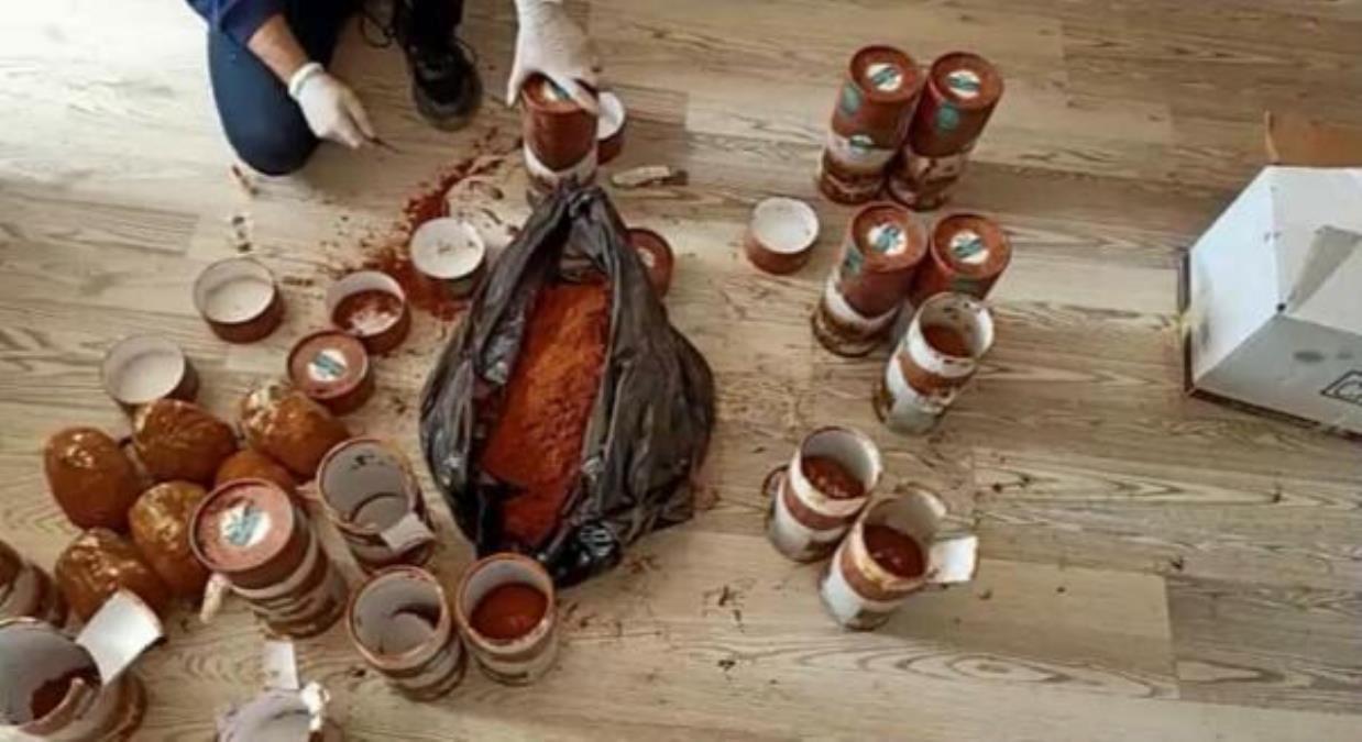 Kahve kutularına gizlenen 7,5 kilo esrarı 'Asil' buldu