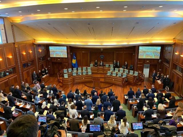 Kosova'da 8. dönem milletvekilleri yemin ederek göreve başladı