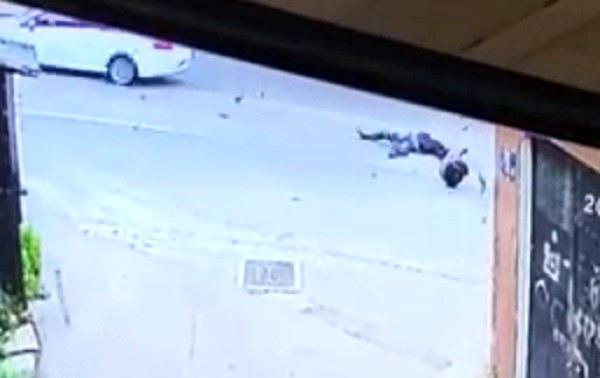 Son dakika haber! Motosikletli kuryenin hayatını kaybettiği kaza anı kamerada