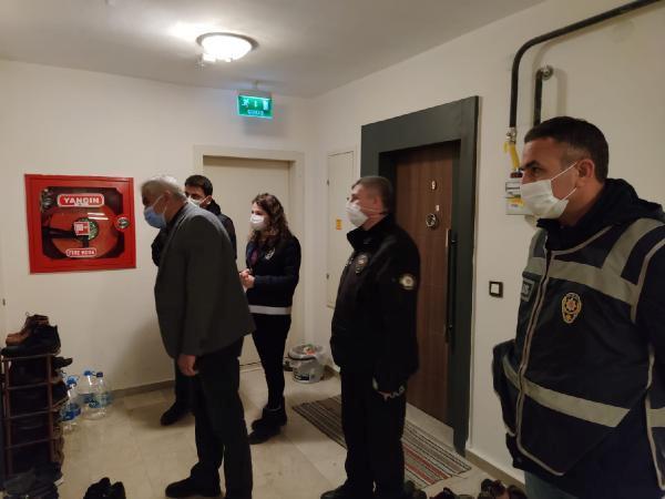 Son dakika haberi: Misafir denetimi yapan polis, kapı önünde ayakkabı sayısı fazla olanların ziline bastı