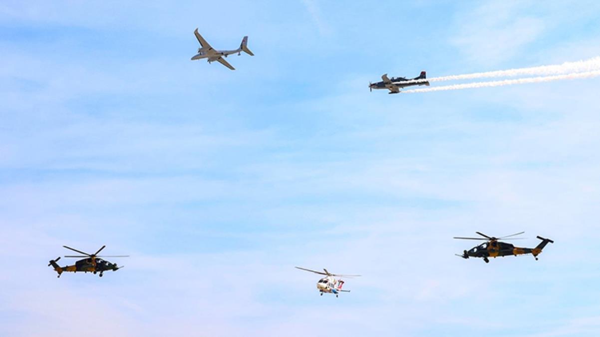 """TEKNOFEST'de yerli hava araçların damga vurduğu """"Milli Kanatlar"""" şovu nefes kesti"""