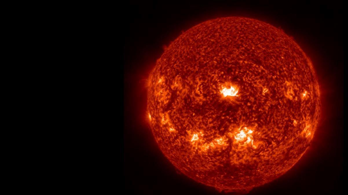 Ünlü gökbilimci, bağımlısına kötü haberi verdi! Şiddetli güneş fırtınası interneti aylarca kesebilir