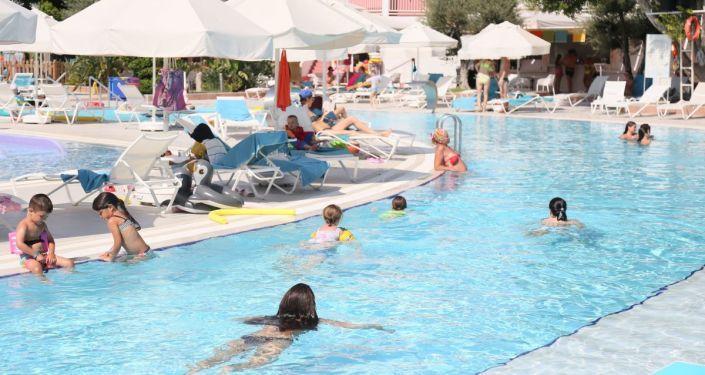 Yunan siyasetçiden Rus turistlere vizelerin kaldırılması önerisi