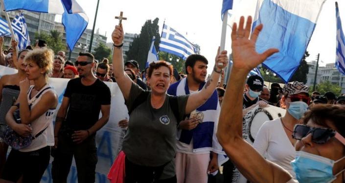 Yunanistan'da aşı karşıtları polisle çatıştı