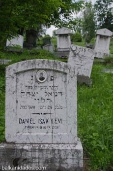 Daniel Isak Levi tocado con el fez típico de la época.