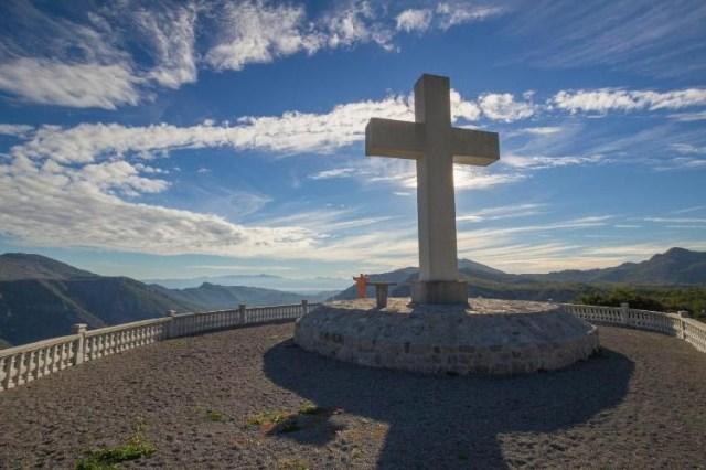 Большой крест недалеко от поселка Затребач. Фото: Cdm.me