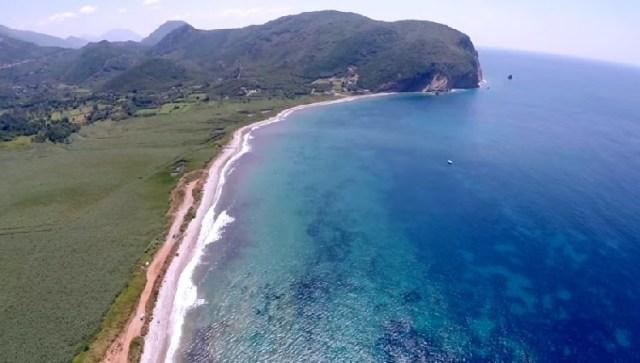 Пляж у поселка Булярица. Фото: Rtcg.me