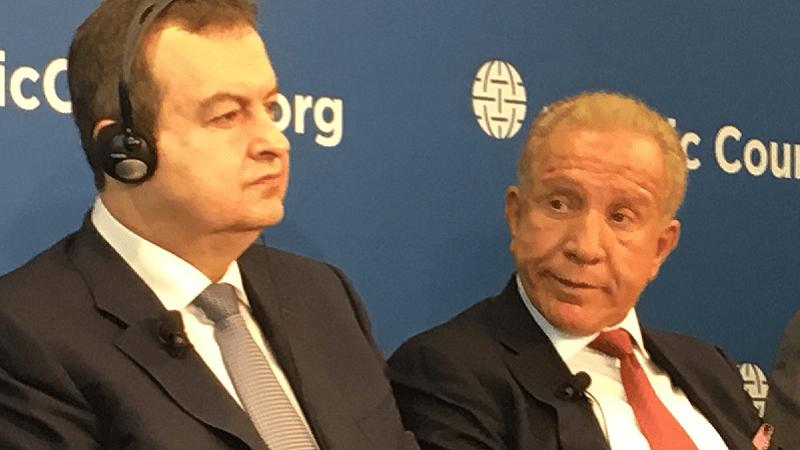 DAČIĆ: Zašto Kosovo ima dva ministra spoljnih poslova za stolom? CAKAJ: Vi ste iz Prizrena, zar ne?
