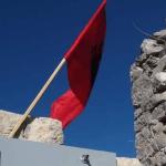 Albanska zastava vijori se na crkvi Svetog Jovana Krstitelja u Ulcinju