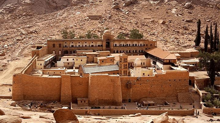 NAJMISTERIOZNIJI MANASTIR NA SVETU JE U EGIPTU: Čuvaju srpske svetinje, a beduini iz okoline su potomci starih Srba (VIDEO)