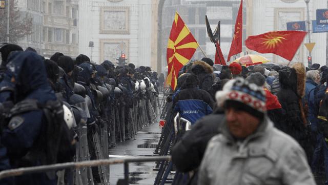 Zaev prihvatio amandmane Albanaca; Makedonci na ulicama: Ovo je izdaja! Ivanov da proglasi ratno stanje!