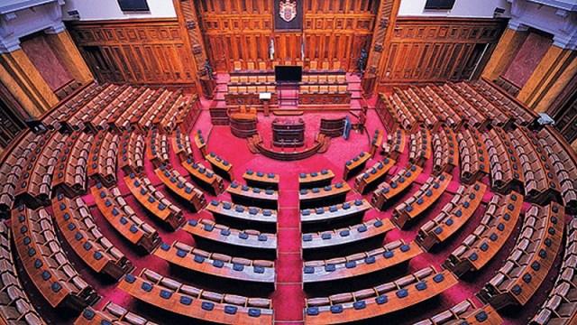 U Skupštini ništa novo: Lažna i prava opozicija, fantomski poslanici, preletači, zahtev za smenu Maje Gojković, krivične prijave…