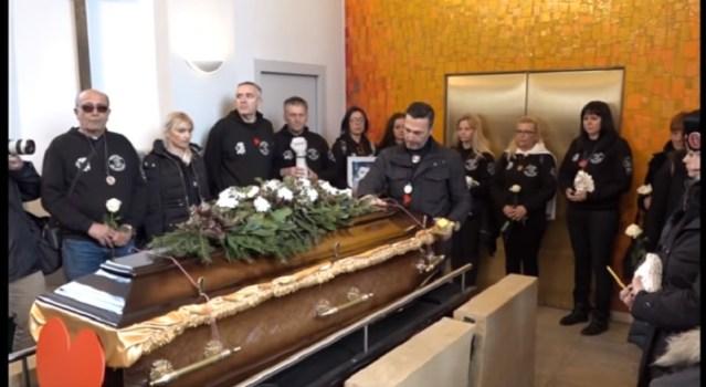 David sahranjen u Austriji. Davor: Biću im vrhovni sudija, dete oprostiti neću (VIDEO)