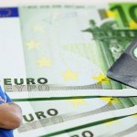 Lekarima u Srbiji zakonom dozvolili primanje mita do 462 evra!