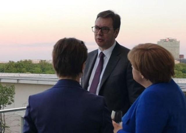 Vučić o Berlinu: Merkel ih zabezeknuto gledala...
