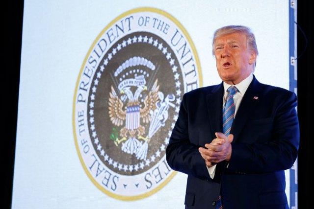 Dvoglavi orao na predsedničkom pečatu Trampa
