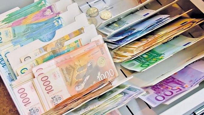 Prosečna majska plata 55.380 dinara