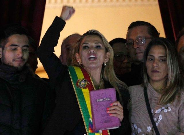 """Privremena predsednica Bolivije pozvala na """"oslobađanje Venecuele"""""""