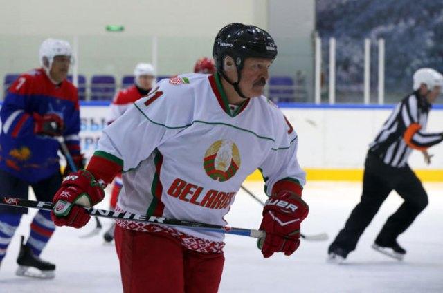 Lukašenkov recept protiv koronavirusa – hokej, votka i sauna
