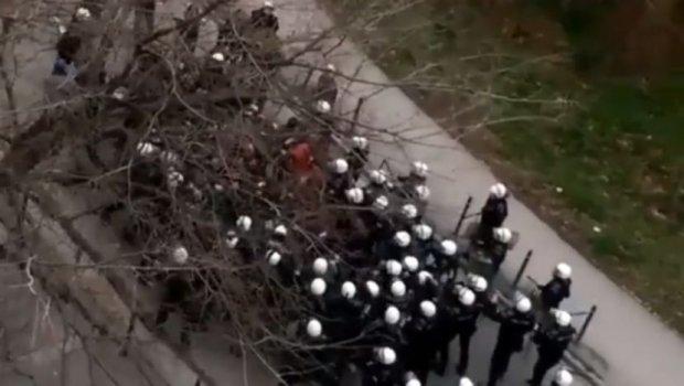 Tuca Taurunum Boys-a i policije pred utakmicu (VIDEO)